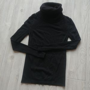 (4) Lululemon Sweater!